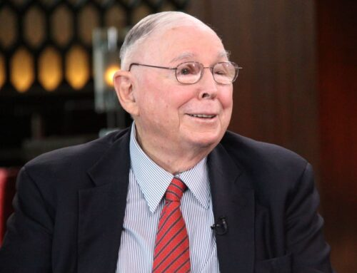 Warren Buffett's right-hand man offers 3 tips for investors to boost long-term returns